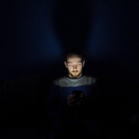 smartphone flashlight short flood throw poor edc flashlight