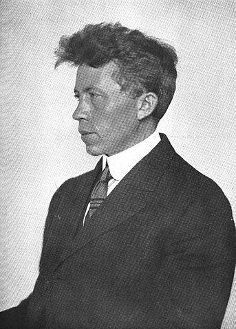 Portrait photo of Vilhjalmur Stefansson arctic explorer who learned from the Inuit