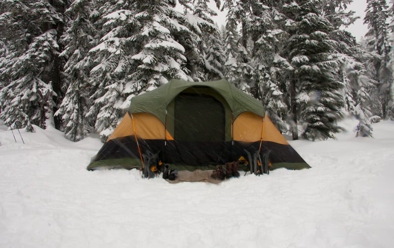 How to heat a tent without electricity stay warm in cold snowy weather